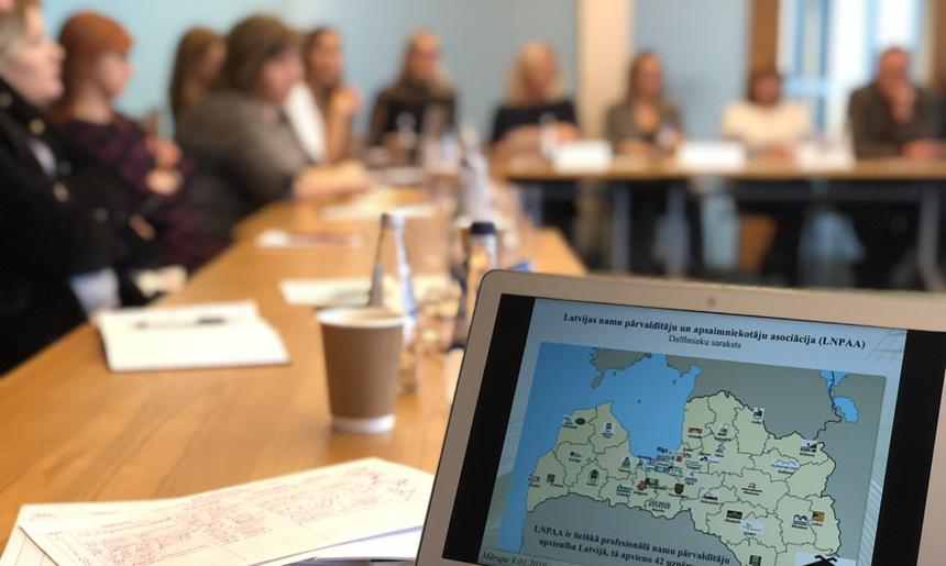LNPAA rīko asociācijas biedru juristu darba grupas sanāksmi.